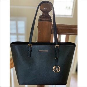 NWT🖤MichaelKors Leather Jet Set MD Carryall Tote